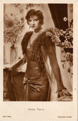 Alice Terry postcard. Image courtesy of the National Library of Ireland