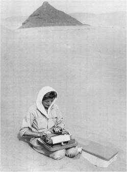 Barbara Cole doing continuity for Lawrence of Arabia. Image courtesy of http://www.scriptsupervisors.co.uk/.