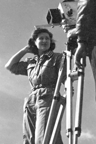 Kay Mander filming New Builders (1944) © Courtesy of Kay Mander Collection